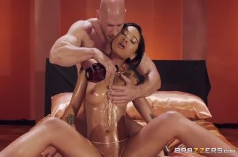 Масляная Honey Gold жестко кувыркается с лысым мужиком