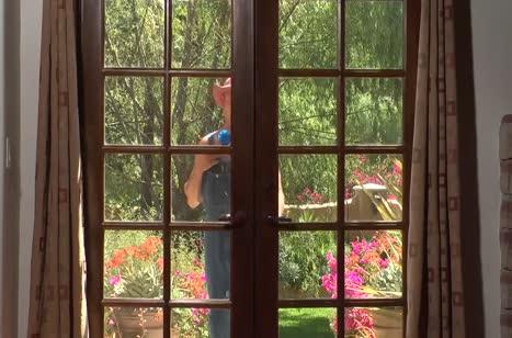 Секси жена Capri Cavanni проводила мужа на работу и позвала в гости соседа