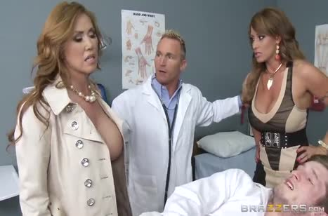 Докторша и жена пациента устроили в палате развратную оргию