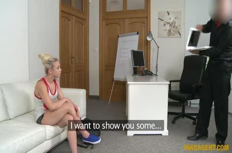 Блондинка без комплексов запросто потрахалась на кастинге