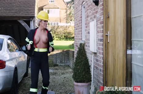 Пожарная спасла парня и занялась с ним сексом
