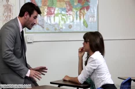 Студентка Riley Reid осталась после занятий на секс с преподавателем