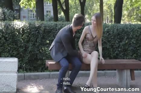 Худая русская студентка подцепила себе в парке трахаря