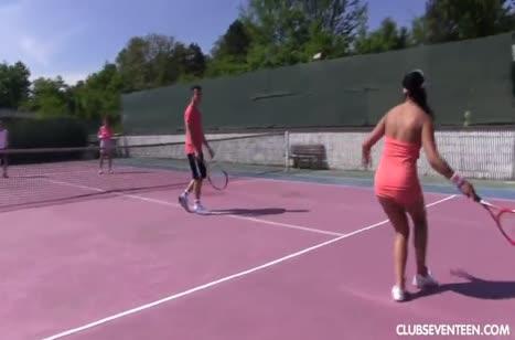 Теннисистки устроили групповую трахалку прямо на корте